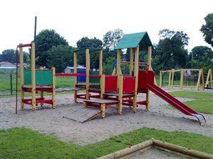 Budowa placu zabaw we wsi Ostrówek - Gmina Łochów